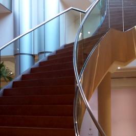 Bezpieczne balustrady schodów wewnętrznych